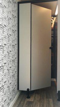 דלת כניסה לתא שירותים בקרון שירותים 4 תאים של גורסט שירותים ניידים