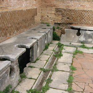 תאי שירותים עתיקים