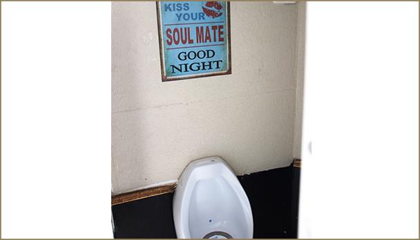 תא שירותים לגברים