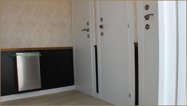 קרון נייד עם 3 תאי שירותים פנימיים