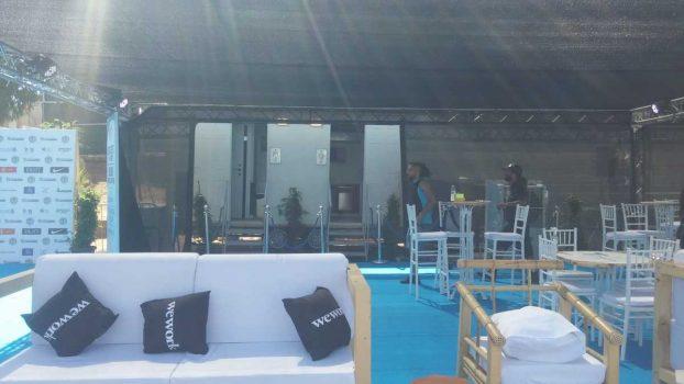 תא שירותים ניידים 6 תאים באירוע אליפות העולם בלקרוס - מבט מרחוק