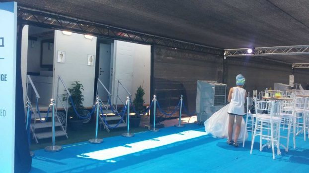 תא שירותים ניידים 6 תאים באירוע אליפות העולם בלקרוס - מבט צד